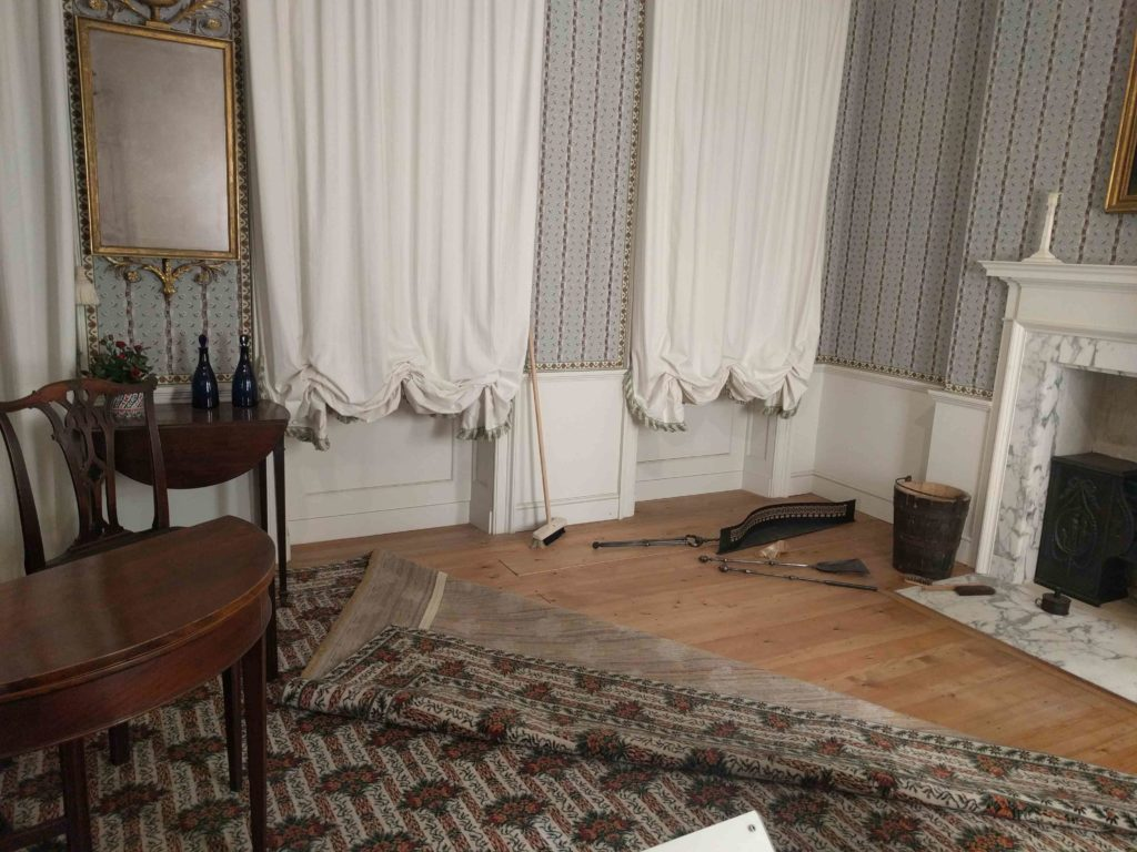 18th Century room, mid-cleaning